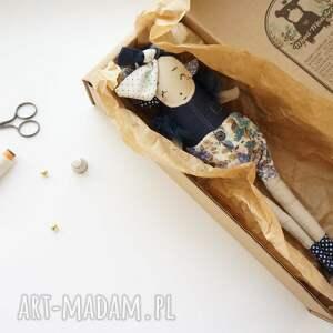 awangardowe zabawki prezent-dla-dziecka monsterówna xenia - lalka z tkanin