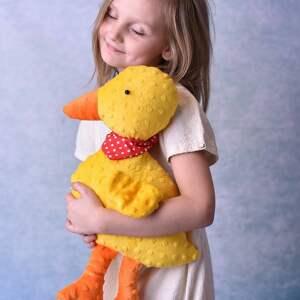 niekonwencjonalne zabawki kaczuszka hand made przytulanka dziecięca