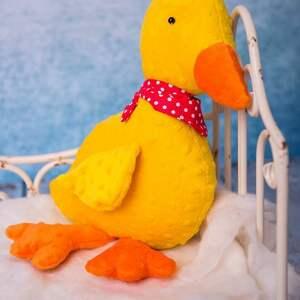 zabawki pomysł-na-prezent przytulanka dziecięca kaczuszka