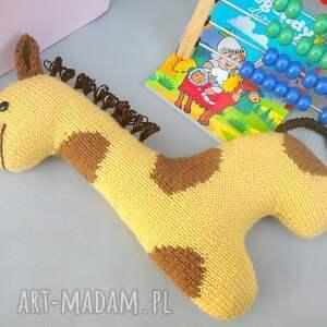 żółte zabawki przytulanka podusia żyrafka