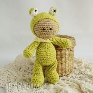 ręczne wykonanie zabawki przytulanka - w kapturku żabki