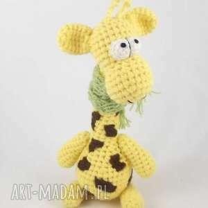 niesztampowe zabawki żyrafa raffa - szydełkowa