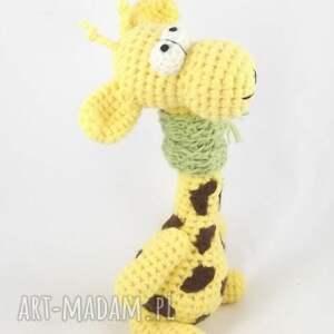 brązowe zabawki żyrafka żyrafa wykonana z włóczki na szydełku
