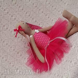 ręcznie zrobione zabawki baletnica rubinowa