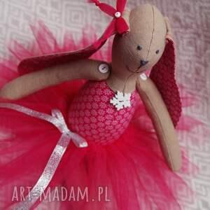 białe zabawki tutu rubinowa baletnica