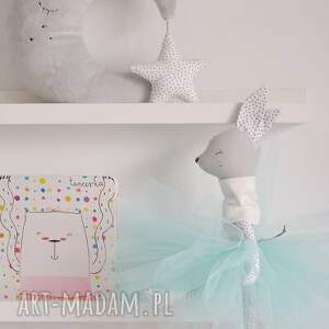 białe zabawki baletnica sarenka