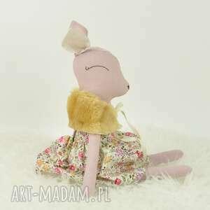 zabawki sarenka w kwiecistej sukience