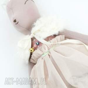 różowe zabawki sarenka w tiulowej sukience