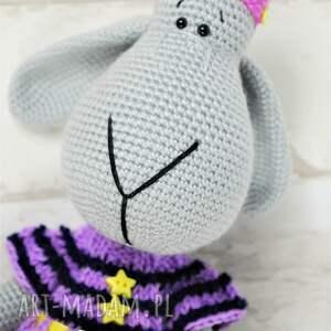 szydełko zabawki szare szydełkowa przytulanka owieczka