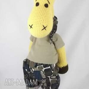 brązowe zabawki maskotka szydełkowa żyrafa
