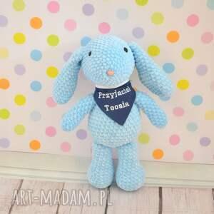 turkusowe zabawki królik szydełkowy błękitny króliczek