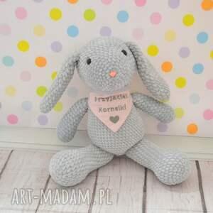 zabawki króliczek szydełkowy z dedykacją -