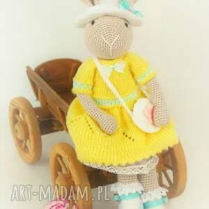 unikatowe zabawki szydełko szydełkowy króliczek chloe