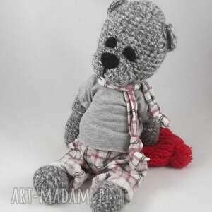 handmade zabawki włóczkowy szydełkowy miś piotruś