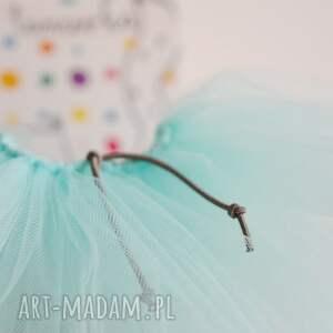turkusowe zabawki tiulowa spódniczka baletnicy
