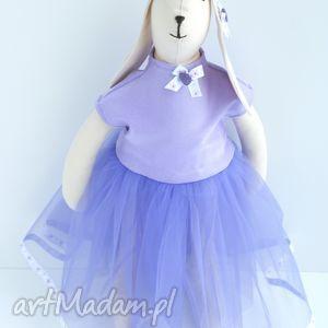 białe zabawki tilda zając w tiulowej sukni