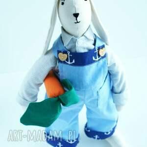 Kuferek Malucha świąteczne prezentyZając z marchewką - wielkanoc