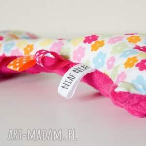 turkusowe zabawki niemowlę żyrafka sensorek grzechotka