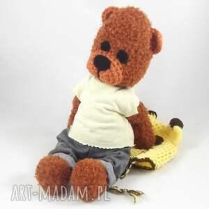 miś w-ubranku zabawki żyraś - szydełkowy
