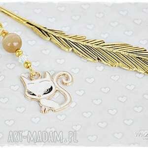 złote zakładki zakładka biały kotek z kryształem -