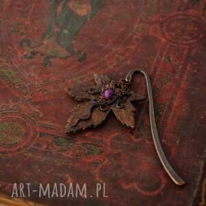 fioletowe zakładki zakładka do książki z liściem klonu