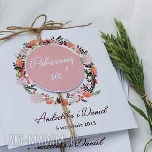 różowe zaproszenia ślub z motywem polnych