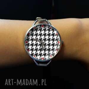 nietypowe zegarki zegarek pepitka z dużą tarczką