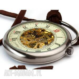 czarne zegarki podróżnik w czasie