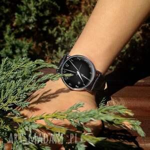 zegarki zegarek zasuwam - skórzany z dużą