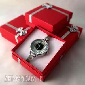 czarne zegarki oko źrenica - zegarek z dużą tarczką