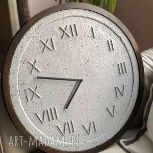unikalne zegary drewniany zegar handmade z betonu szary