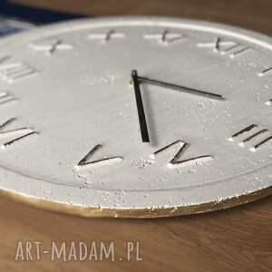 Graycrafters zegary: Zegar Betonowy Handmade z Betonu Biały Złoty 45cm Vintage Styl Skandynawski