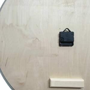 handmade zegary z betonu zegar betonowy mini groove biały