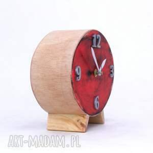 prezent pod choinkę czerwone zegar drewniany elipsa