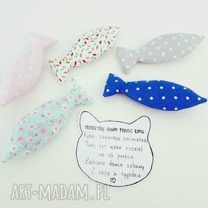 rybki zwierzaki szare rybkiz kocimiętką zabawka